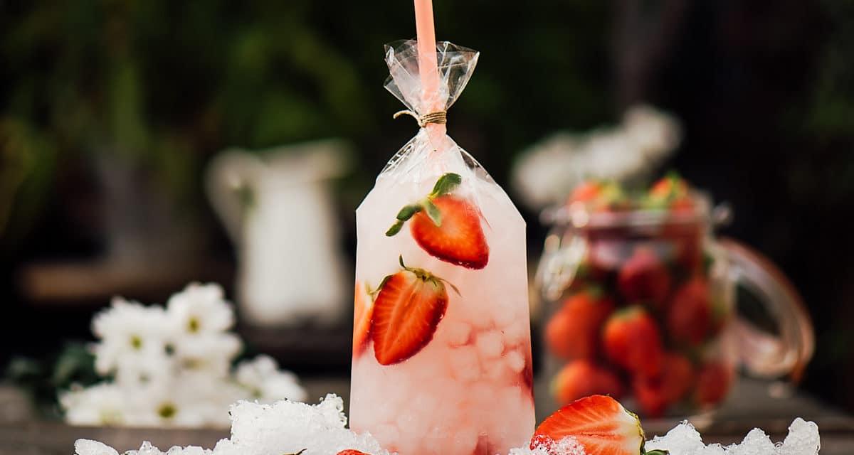 Una refrescante idea para este verano: cócteles servidos en bolsa